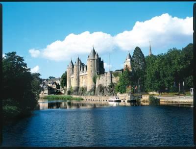 Image scolaire  au.bord.de.l.eau.le.chateau.de.josselin