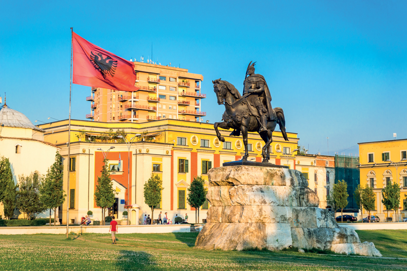 image Albanie tirana skanderbeg square flag hem bey mosque 51 as_126268241