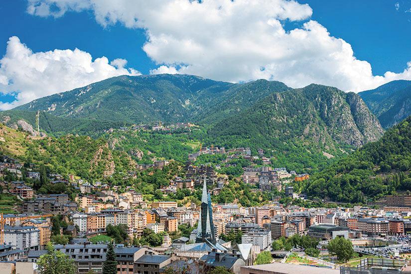 image Andorre Andora la Vella sur les nuages bouffis  fo