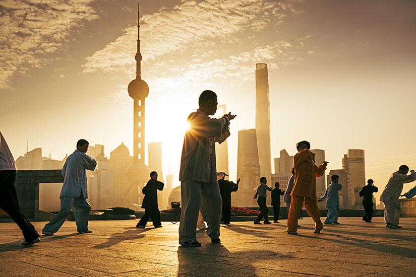 image Chine Shanghai Personnes tai chi  it