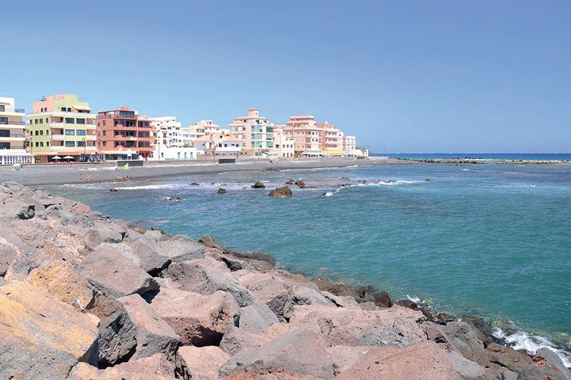 image Esapagne Tenerife Las Galletas belle plage de galets noirs  fo