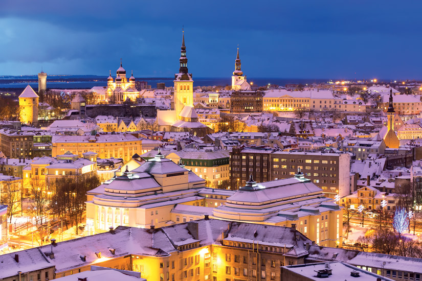 image Estonie tallin vue aerienne paysage nuit hiver colline calcaire 37 it_159192189