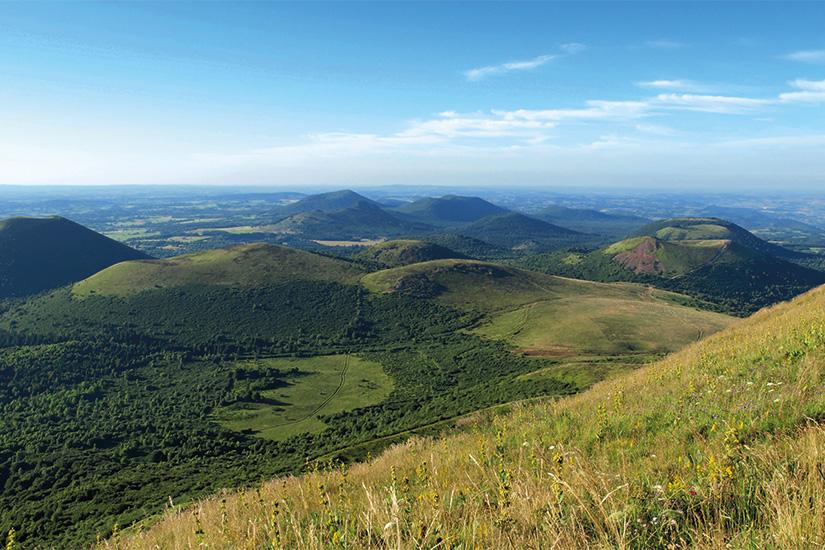 image France Auvergne crateres 30 it_478552398