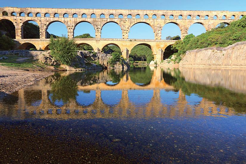 image France Le pont du Gard sur l eau du Gardon  fo