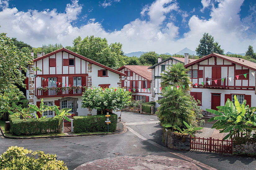 image France Pays Basque maisons traditionnelles dans le village Espelette  fo