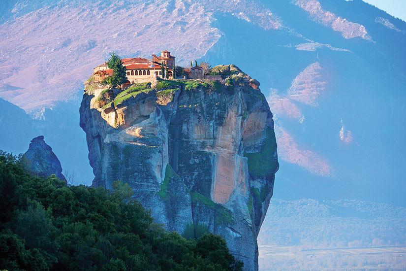 image Grece Meteores Photo d un monastere de la Sainte Trinite  fo