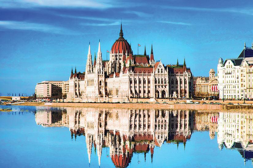 image Hongrie  Budapest Parlement et Danube  it