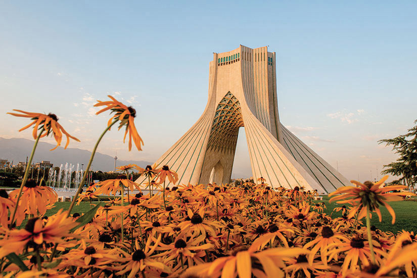 image Iran Teheran Azadi monument au coucher de soleil  it