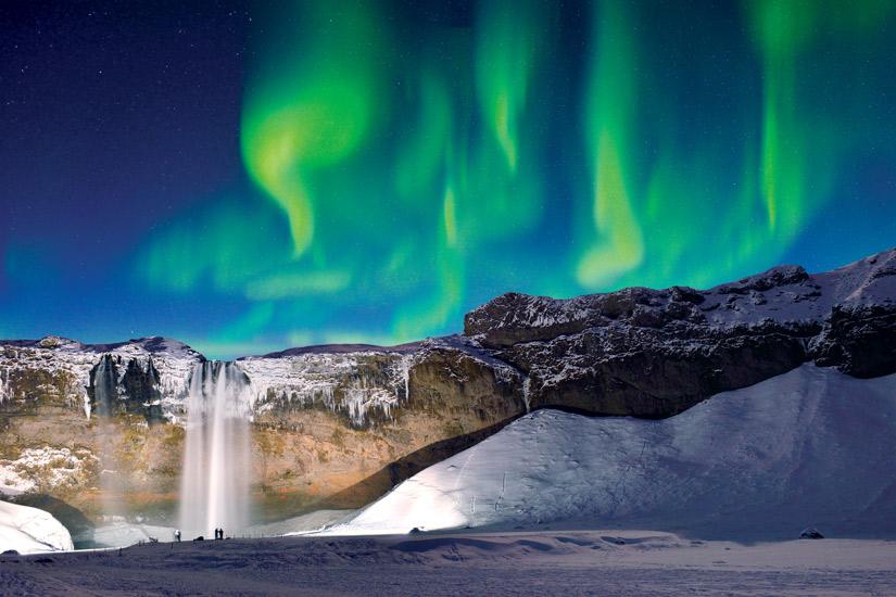 image Islande cascade skogafoss vert aurora neige hiver 10 it_694412914