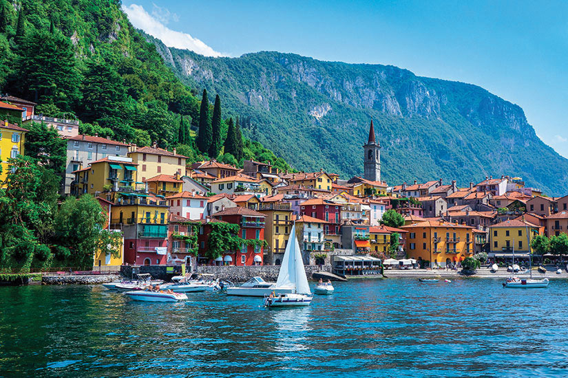 image Italie Lombardie Village de Varenna a lac de Come  it
