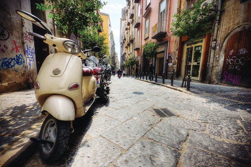 image Italie Naples Vespa  it