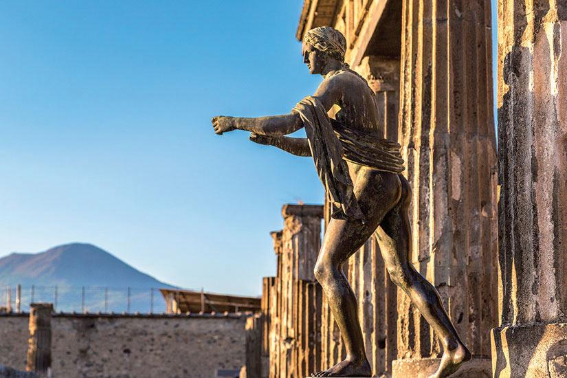 image Italie Pompei ville detruite en  avant JC par l eruption du mont Vesuve  fo