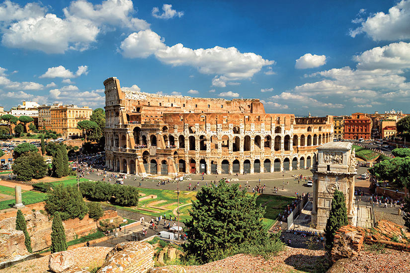 image Italie Rome vue panoramique du Colisee  it