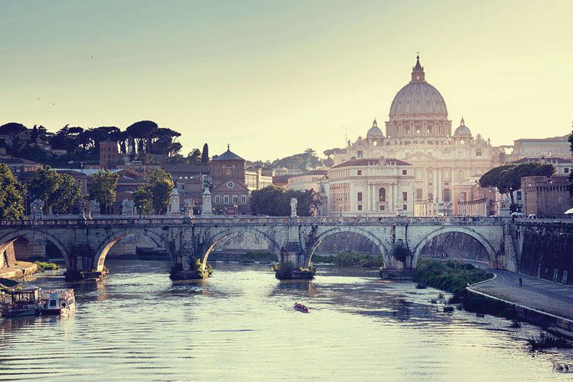 image Italie Vatican vue sur la basilique du Tibre et Saint Pierre  it