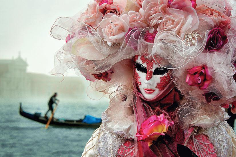 image Italie Venise femme avec masque  it