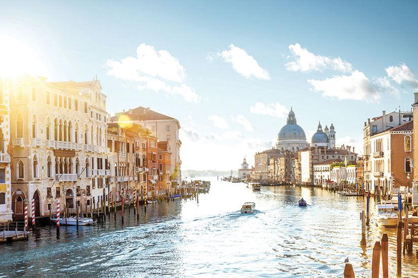 image Italie Venise vue du pont de lAccademia sur le grand Canal  it