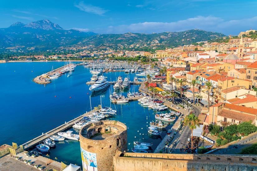 image Italie ile de corse calvi vue bateaux maisons colorees port 77 fo_101762244