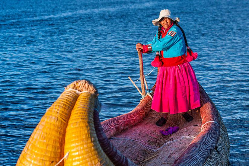 image Perou Iles Uros Lac Titicaca Peruvian femme  it