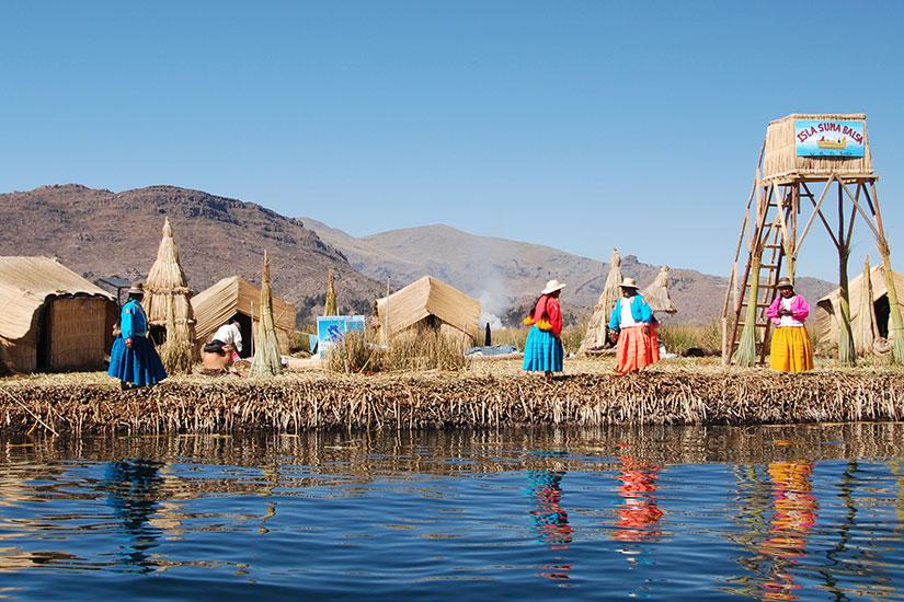image Perou Uros Island lac Titicaca  fo