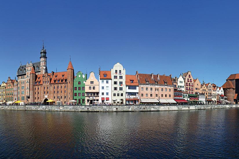 image Pologne Gdansk  vue panoramique de vieilles maisons riviere Motlawa  fo