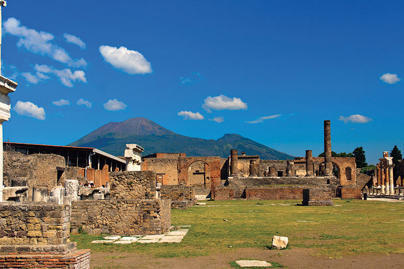image Pompei batiment en ruine historique avec le Vezuv  fo