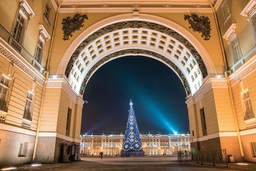 image Russie Saint Petersbourg place du Palais arbre de Noel  it