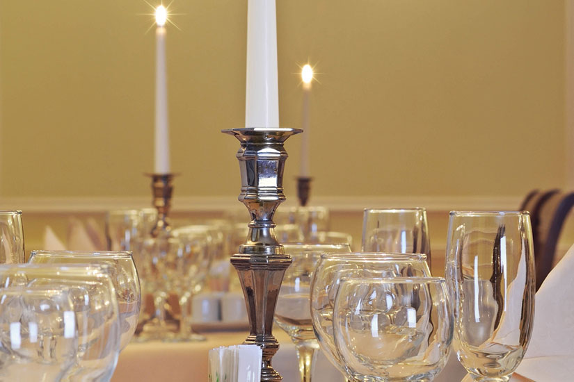 image Russie saint petersbourg hotel dostoevsky table