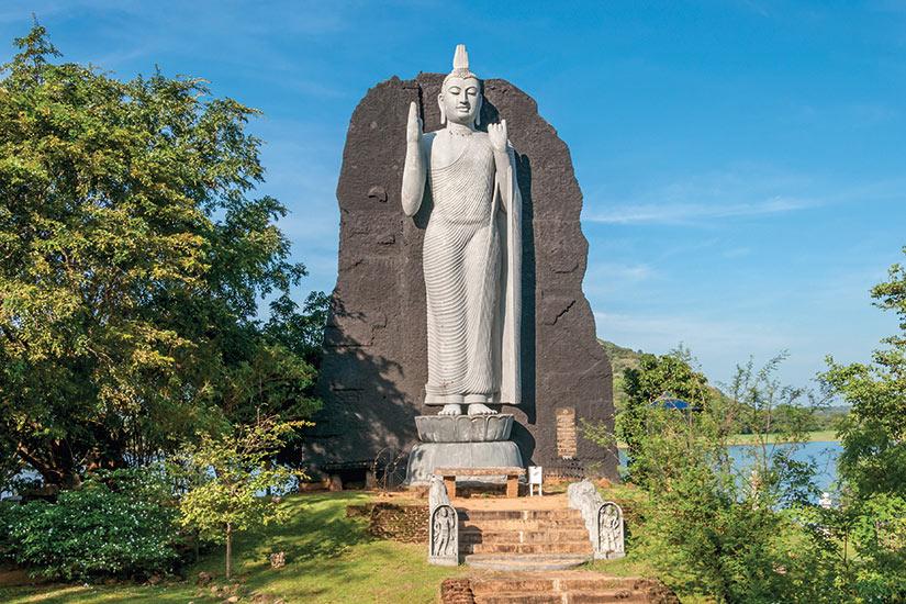 image Sri Lanka Sigiriya statue du Bouddha  fo
