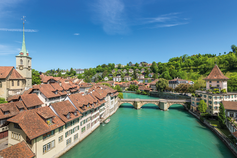 image Suisse berne vue angle eglise pont maisons toits tuiles 62 as_123724926