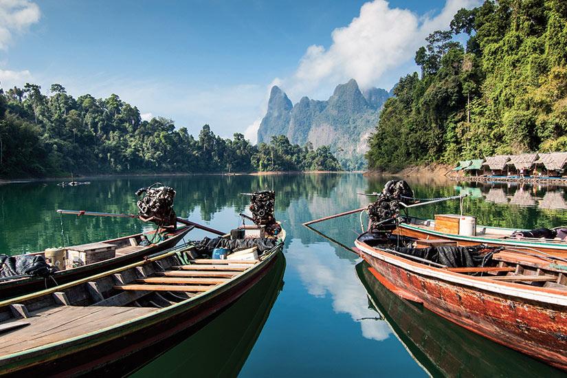 image Thailande Khao Sok parc natonal longues bateaux de la queue sur le lac  fo