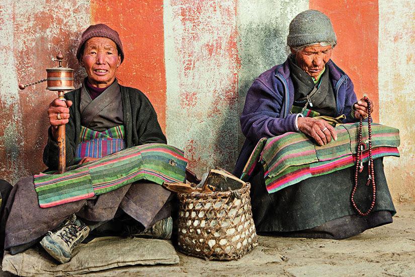 image Tibet Annapurna Femmes prier  it