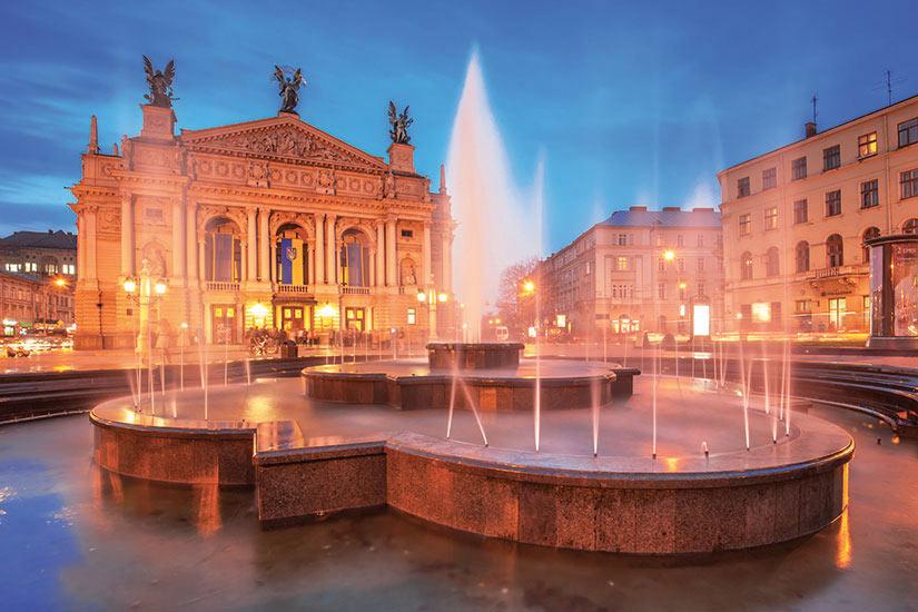 image Ukraine Lviv Place de la ville  fo