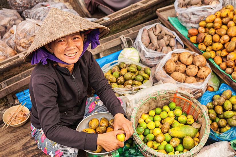 image Vietnam Fleuve Mekong Femme vente marche flottant  it
