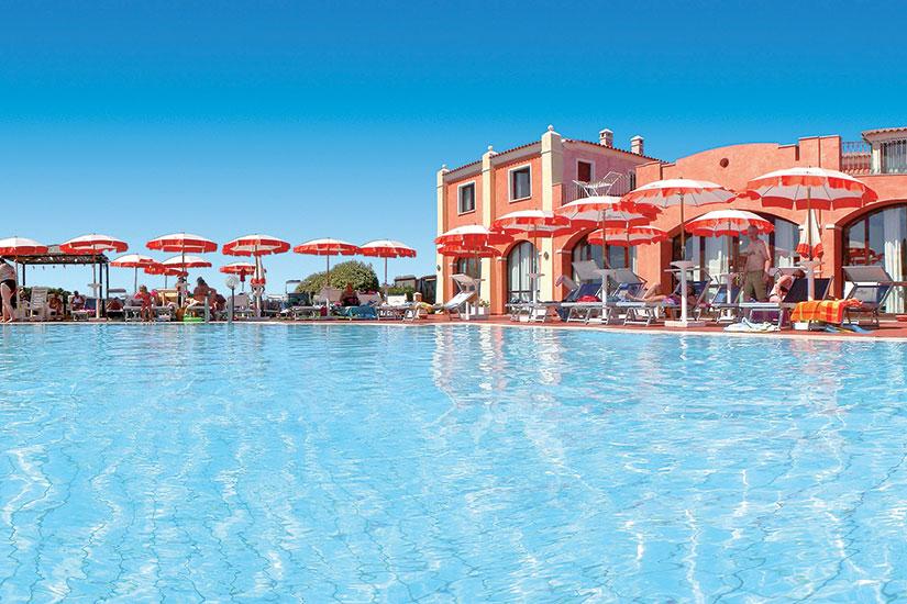 image sardaigne hotel club cala blu piscine