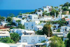 italie sicile ile panarea maisons blanches typiques 02 as_108470907