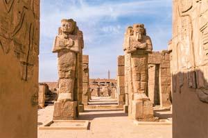 vignette LUXOR EGYPTE les ruines antiques de Karnak temple en Egypte a midi 39 as_129664483