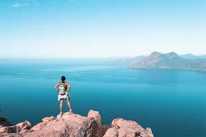vignette Randonneuse regardant la vue a Calanques de Piana en Corse France 91 as_206464483