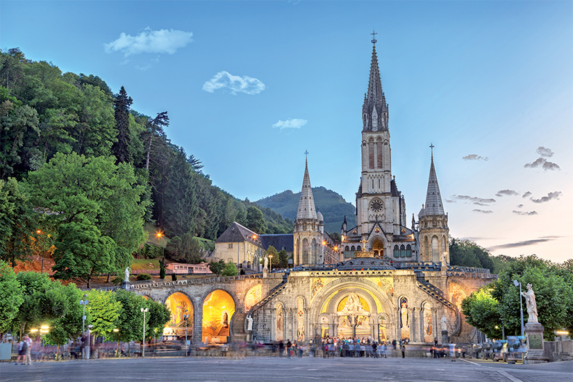 (image) image Rosaire basilique le soir a Lourdes 26 as_120572551