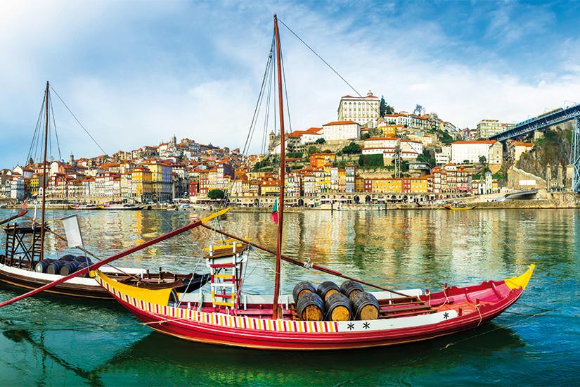 (image) image panorama de belle Porto avec bateaux traditionnels Portugal 07 as_103768402