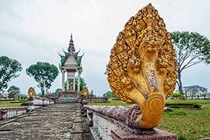 cambodge sihanoukville tete serpent statue  it