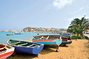 cap vert ile sao vicente mindelo animal echoue rowboats  it