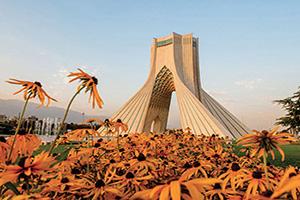 iran teheran azadi monument au coucher de soleil  it