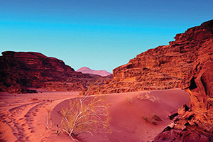 jordanie coucher de soleil dans desert wadi rum  fo