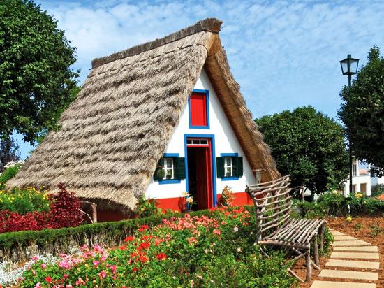 Circuit portugal mad re l 39 le aux fleurs 8 jours for Maison traditionnelle laos