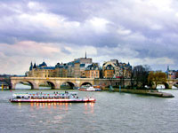mini paris seine ile de la cite  fotolia
